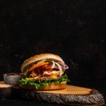 Muna-peekoni hamburger